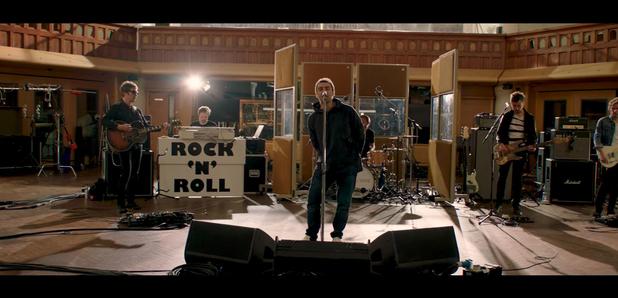 "Liam Gallagher lança seu novo single ""For What It's Worth"""