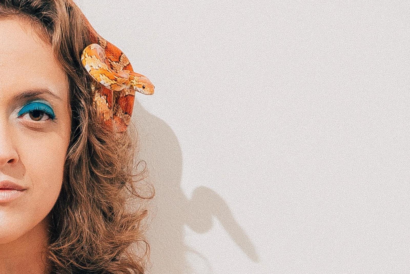 """Laura Lavieri solo e com muito """"Respeito"""": Ouça seu primeiro single"""