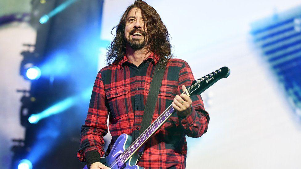 Dave Grohl afirma que nunca imaginou que Foo Fighters seria maior que o Nirvana