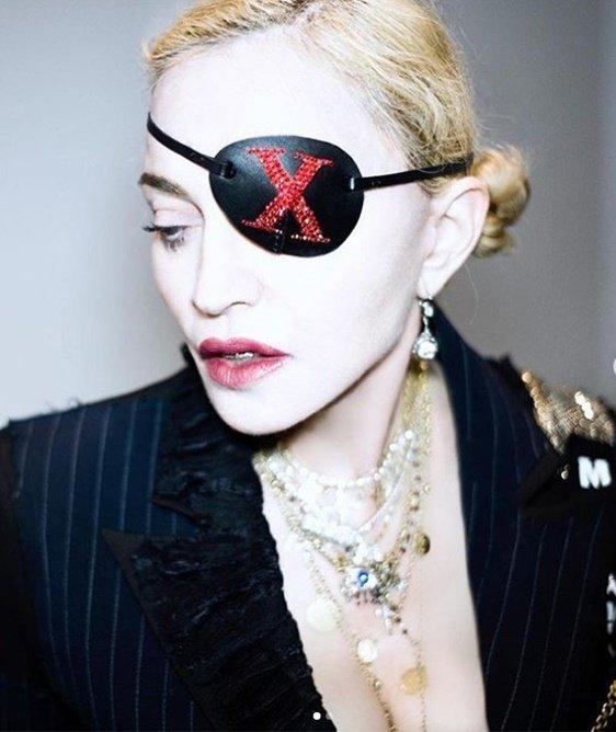 """Madonna lança o dueto """"Medellín"""" com Maluma e anuncia nova fase da carreira."""