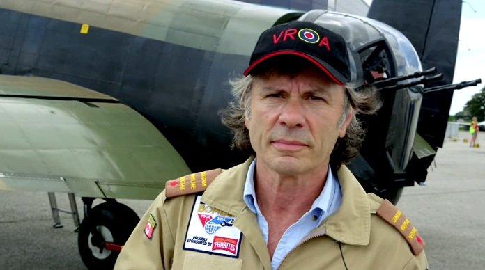 Bruce Dickinson é nomeado Capitão honorário da Força Aérea Inglesa