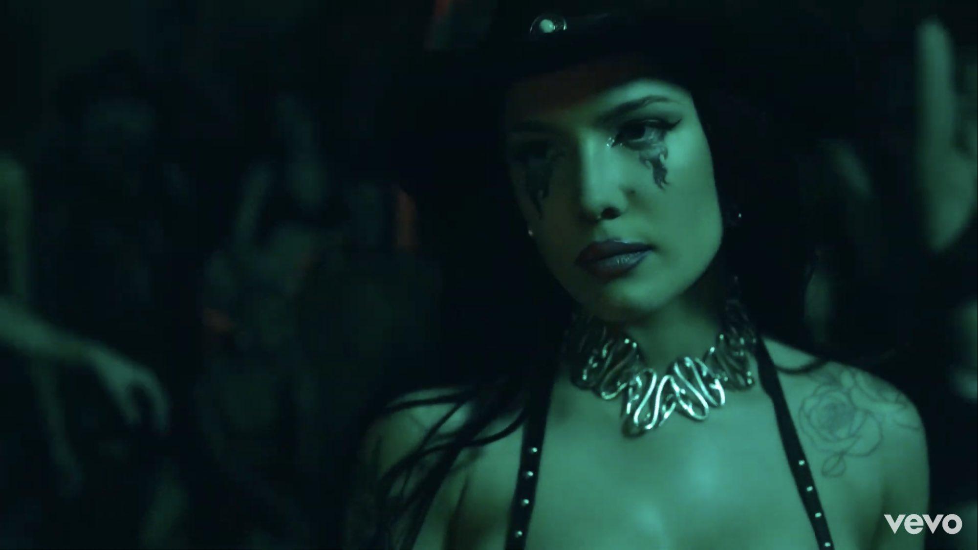 Halsey lança You Should Be Sad com vídeo cheio de referências; assista