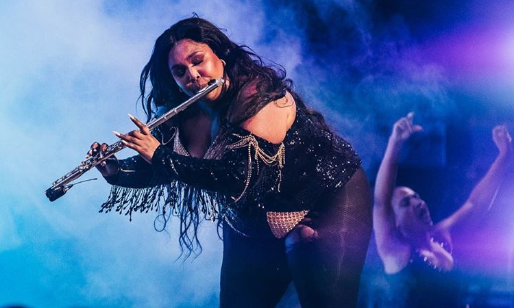 Lizzo no Brasil: cantora fará pocket show no Youtube Space