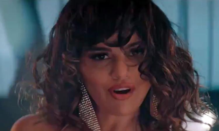 Selena Gomez divulga 'Dance Again' em parceria com torneio de basquete