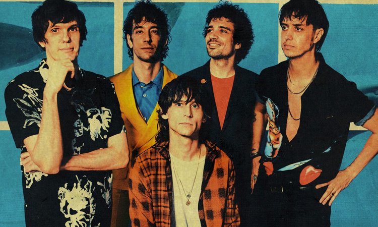 The Strokes participa de comício anti-Trump e lança novo single; ouça 'At the Door'