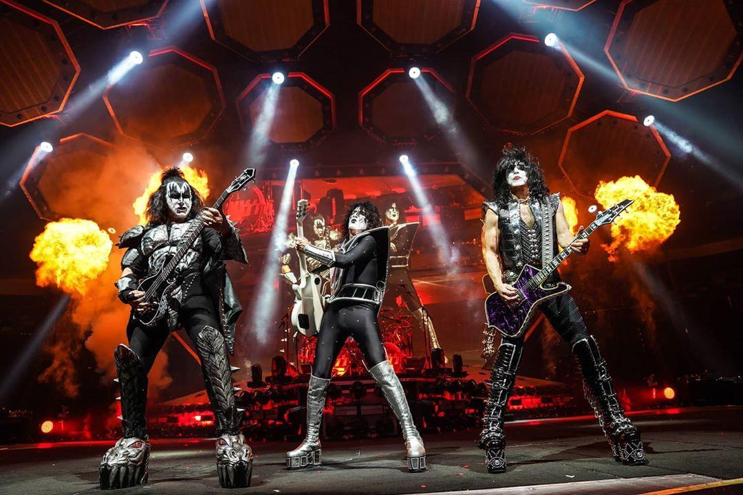 """Kiss reagenda shows da """"End Of The Road Tour"""""""