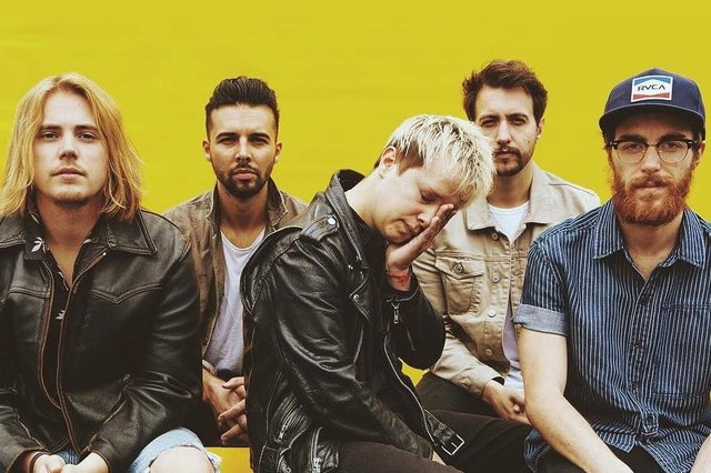"""Is Everybody Going Crazy?"" é a pergunta que o Nothing But Thieves faz em novo single, ouça!"