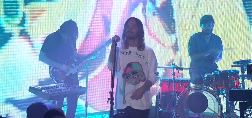 Tame Impala faz live de duas faixas do novo álbum em programa de TV pela primeira vez, assista!